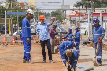 Prefeito vistoria obras do Reviva Campo Grande